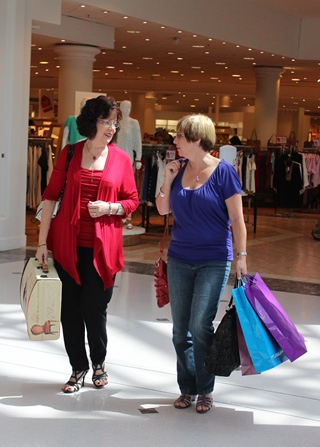 First in Best Dressed - Shopping time